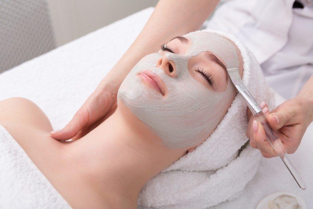 woman having face mask treatment