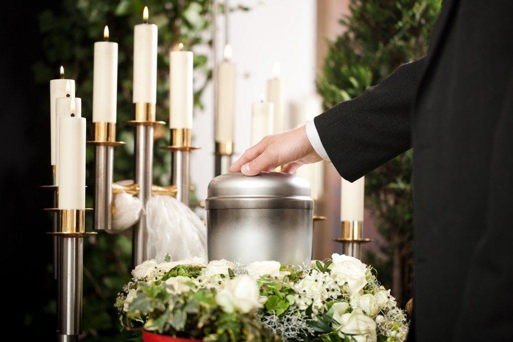 an urn funeral