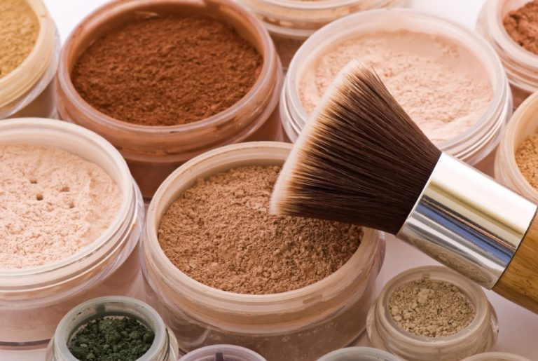 compact powders with brush