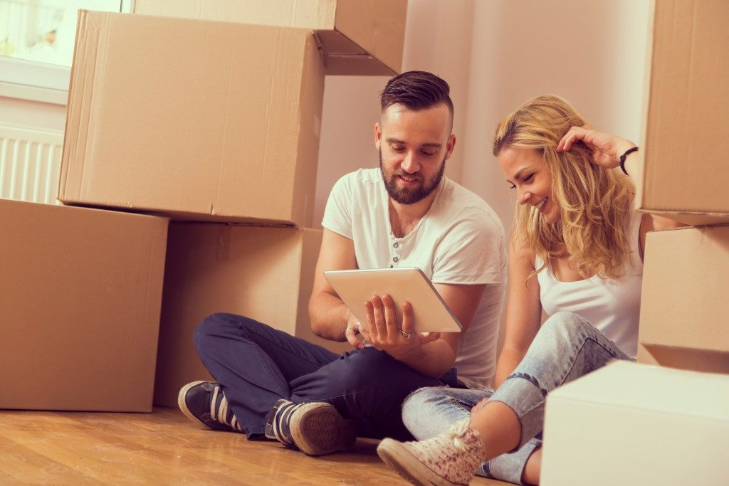 Young couple moving in a new apartment
