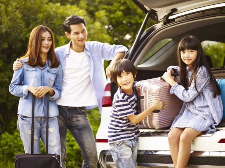 travelling family with kids