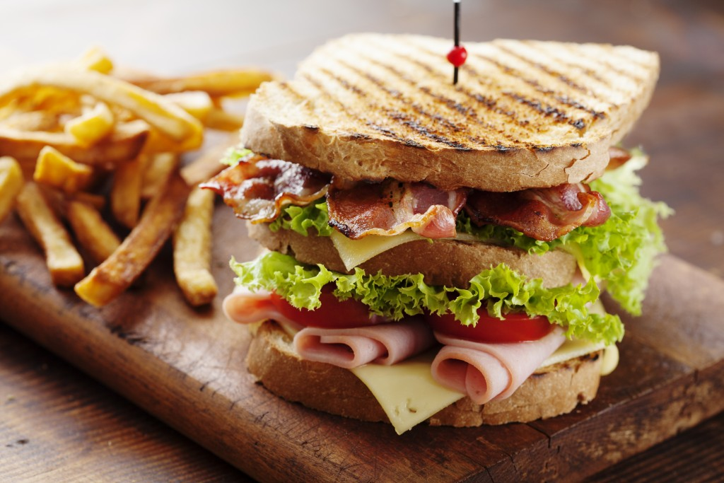bacon sandwich with fries
