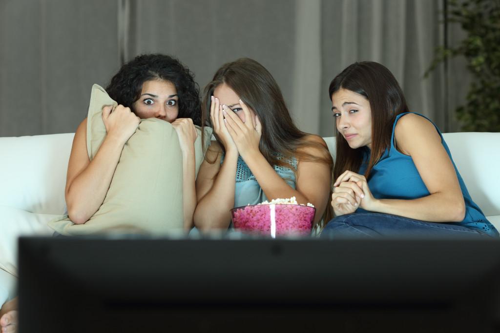girls watching horror movies